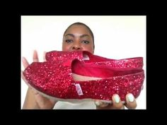 DIY: TOMS Inspired Glitter Shoes pretty sure i'm going to do this to my Pink Bobs Diy Fashion, Runway Fashion, Womens Fashion, Fashion Design, Fashion Tips, Fashion Trends, Toms Store, Glitter Toms, Painted Toms