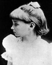Helen Keller in her young ages around 9 years old. Alexander Graham Bell, Pictures Of Helen Keller, Social Studies For Kids, The Miracle Worker, Golf Pictures, Ancient Civilizations, School Fun, Kids House, Social Studies