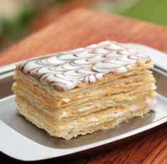 Ribbon And Circus: Saturday- The Napoleon Cake a.a Mille-feuille Ribbon And Circus: Saturday- The Napoleon Cake a.a Mille-feuille Italian Desserts, Just Desserts, Delicious Desserts, Yummy Food, Baking Recipes, Cake Recipes, Dessert Recipes, Mille Feuille Cake Recipe, Cupcakes