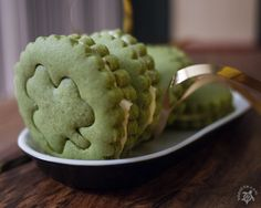 Hapa-tite   Green Tea Sandwich Cookies with Honey Cream Cheese Filling ♣   http://hapatite.com
