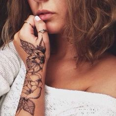 Quarter Sleeve Tattoos are those covering about a quarter of arm length, which look elegant compared with those full sleeve tattoos. I searched for this on images Piercings, Piercing Tattoo, Tattoo Platzierung, Rose Tattoo On Hand, Wrist Hand Tattoo, Camo Tattoo, Tattoo Forearm, Tattoo Blog, Hand Henna