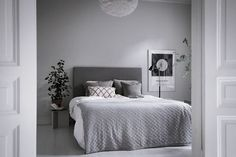 14 Trendy Bedroom Design and Decor Ideas for Your Next Makeover - The Trending House Gray Bedroom, Trendy Bedroom, Home Bedroom, Bedroom Decor, Bedroom Ideas, Master Bedroom, Narrow Bedroom, Neutral Bedrooms, White Bedrooms
