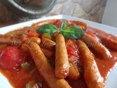 Le plaisir des papilles: Saucisses aux tomates (mijoteuse) Our Daily Bread, Sauce, Crockpot Recipes, Slow Cooker, Carrots, Pork, Favorite Recipes, Meat, Chicken