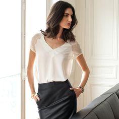 Bluzka z krótkimi rękawami z koronki. LAURA CLEMENT