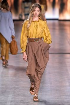 Alberta Ferretti Spring 2020 Ready-to-Wear Fashion Show - Vogue Fashion Moda, Fashion Week, Fashion 2020, Runway Fashion, Spring Fashion, Fashion Trends, Milan Fashion, Winter Fashion, Modest Fashion