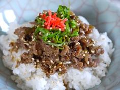 Beef sauté bites with rice - theMatchaGreen Japanese Rice, Sour Taste, Ginger And Honey, Fusion Food, Party Drinks, Beef Recipes, Noodles, Sushi, Meat
