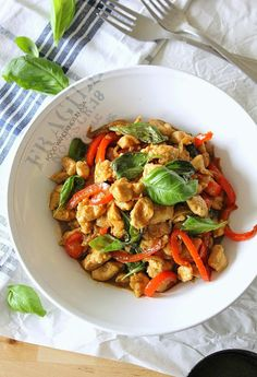 Food Wanderings in Asia: Thai Basil Chicken.not 100 % paleo Thai Recipes, Asian Recipes, Chicken Recipes, Dinner Recipes, Cooking Recipes, Healthy Recipes, Fun Recipes, Healthy Meals, Thai Basil Chicken