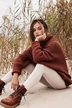fall outfits for moms Swim Too Deep Pullover. fall outfits for moms. Mom Outfits, Winter Outfits, Inspiration Photoshoot, Style Inspiration, Outfit Chic, Sweatshirt Outfit, Fall Trends, Sweater Weather, Autumn Winter Fashion