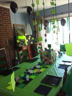 Si tu pequeño es fan de Minecraft, nada les gustará más que celebrar su gran día rodeado por su mundo virtual favorito. Minecraft se basa en la construcción de un entorno tridimensional formado por cubos y generado aleatoriamente, creando así espacios y personajes. La experiencia del juego está centrada en la construcción. Espero que te …