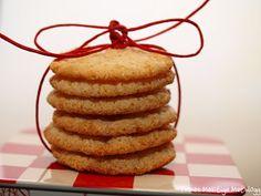 Klarer du å motstå nydelige, myke og søte mandelkjeks som smelter på tunga? Ikke? Skal du ha igjen av disse til jul bør du bake dobbel porsjon og oppbevare de høyt.