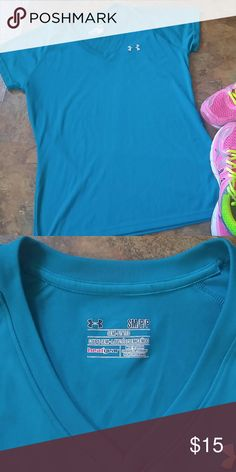 Under Armour heatgear top Good condition.18 inches pit to pit. 25 inches in length. Get your workout on in style. Under Armour Tops