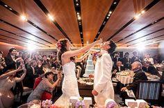 大好きな一枚 こんなキラキラに撮ってくれるとは✨✨✨ 私たちのファーストバイトの緊張感とゲストの皆さんのシャッターチャンス感が好き✨ Wedding Images, Dream Wedding, Weddings, Bridal, Party, Projects, Instagram, Log Projects, Blue Prints