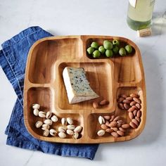 The holiday season is knocking on our doors and now is the time to start getting ready! These 11 best entertaining essentials will help make your holiday table not only functional, but fashionable! Serving Tray Wood, Wood Tray, Wood Bowls, Serving Plates, Cnc Projects, Wooden Projects, Wood Crafts, Wooden Platters, Thanksgiving Table Settings