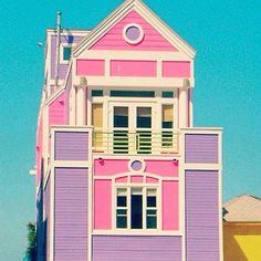 of Ruth Handler creator of Barbie in Santa Monica, L.House of Ruth Handler creator of Barbie in Santa Monica, L. Dreamhouse Barbie, Do It Yourself Design, Tout Rose, Barbie Dream House, Barbie Life, Bizarre, Pink Houses, Colorful Houses, Colourful Buildings