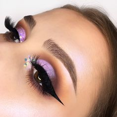 """186 Me gusta, 25 comentarios - Lizette Ascencio (@izzyglam) en Instagram: """"Loving the shades of this look 💕 Products used⤵️ 🖌Eyeshadow: @doseofcolors Eyescream Palette…"""""""
