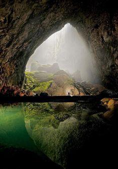 ベトナムのソンドン洞窟(世界最大の洞窟) pic.twitter.com/YVw0xl7PfT