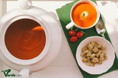 Poate cea mai buna supa crema de rosii din viata mea. Nu este prima incercare, am un numar mare de retete testate pana acum. Niciuna ...