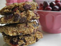 """Amazing Raw Vegan Lemon Cranberry Oatmeal Cookies."" http://www.honeycolony.com/article/vegan-lemon-cranberry-oatmeal-cookies/"