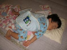 2歳の息子のアクロバティックな寝相にいつ蹴られるか毎晩ドキドキ。でもどんな寝相を見せてくれるかが毎晩の楽しみでもあります(*^。^*)