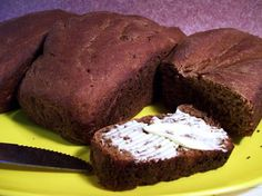 Outback Steakhouse-Style Dark Bread There are a couple versions out there, but this is as close to the real thing you can get! No food coloring here! Original recipe from Gloria Pitzer (queen of copycat). Time does not include rising time. Bread Machine Recipes, Bread Recipes, Cooking Recipes, Dark Rye Bread Machine Recipe, Healthy Recipes, Dark Bread Recipe, Little Lunch, Good Food, Yummy Food