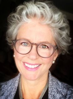 Silver hair and glasses Grey Curly Hair, Silver Grey Hair, Short Grey Hair, Short Hair Cuts, Curly Hair Styles, Curly Short, Gray Hair, Long Hair, Hairstyles Over 50