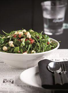 Σύμβολο καλής τύχης το ρόδι, ταιριάζει πολύ στις σαλάτες δίνοντας χρώμα και γεύση. Έξτρα μυστικό νοστιμιάς αυτής της κατά τα άλλα απλής σαλάτας, το πολύ γευστικό dressing με πετιμέζι. Salad Bar, Spinach, Salads, Food And Drink, Cooking Recipes, Menu, Table Decorations, Vegetables, Yummy Yummy