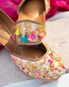 Juttis with vibrant colours Shoe Makeover, Western Gown, Reception Gown, Bridal Heels, Dusty Rose Color, Stylish Blouse Design, Indian Wedding Outfits, Silver Heels, Boho Look