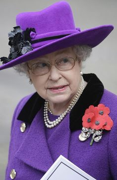 Britain's Queen Elizabeth II leaves Westminster Abbey in London, 11/11/2009, following the Remembrance Day service.