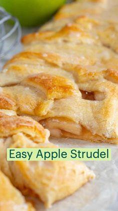Easy Apple Strudel Recipe, Strudel Recipes, Pastry Recipes, Apple Recipes, Sweet Recipes, Baking Recipes, Apple Pie, Homemade Desserts, Easy Desserts
