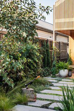 Spectacular Stepping Park House Design Ideas With Green Space Concept House Landscape, Landscape Design, Garden Design, Landscape Architecture, Seaside Garden, Garden Cottage, Small Courtyard Gardens, Outdoor Gardens, Small Gardens