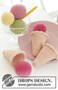 Ice Cream Parlor - Crochet ice cream cone with loose scoops in DROPS Paris - Free pattern by DROPS Design Crochet Diy, Crochet Food, Crochet For Kids, Crochet Crafts, Crochet Dolls, Crochet Projects, Crochet Granny, Hand Crochet, Baby Knitting Patterns