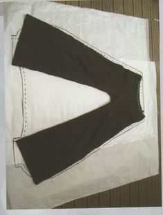 use a pair of pants that already fit as a template to make your harem pants. Sewing Pants, Sewing Clothes, Dress Sewing Patterns, Clothing Patterns, Recycle Old Clothes, Fashion Vocabulary, Techniques Couture, Creation Couture, Diy Clothing