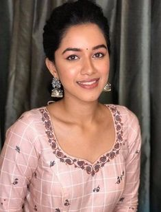 Mirnalini Ravi Photos [HD]: Latest Images, Stills, Gallery Latest Images, Wedding Advice, Perfect Skin, Beauty Women, Women's Beauty, Skin Care Regimen, Indian Beauty, Bollywood Actress, Indian Actresses