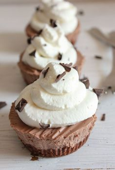 Individual Frozen Creamy Chocolate Mini Pies are the perfect summer no bake dessert, smooth creamy and chocolaty, kids and adults will love it. You can never have too much chocolate/anitalianinmykitchen.com
