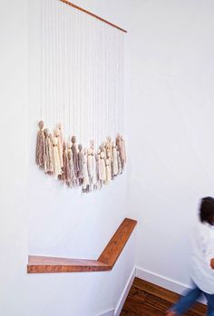 Tassel Wall Hanging DIY tassel wall hanging - the easiest piece of wall art you can make!DIY tassel wall hanging - the easiest piece of wall art you can make! Diy Tassel, Tassels, Diy Projects To Try, Craft Projects, Weekend Projects, Cheap Home Decor, Diy Home Decor, Diy Y Manualidades, Do It Yourself Inspiration