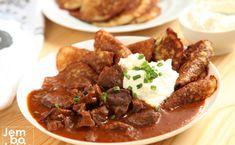 Placki po węgiersku. Tak pyszne, że nie można przestać jeść. PRZEPIS Pot Roast, Cooking Recipes, Beef, Ethnic Recipes, Food, Indie, Cottage, Diet, Eat Lunch