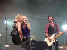 Michael Monroe @ Ankkarock 2010 Philadelphia Dynamite feat. Sami Yaffa: Malibu Beach @ Ankkarock 2010                                       ...