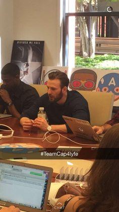Capitan America Chris Evans, Chris Evans Captain America, Sherlock, Christopher Evans, Robert Evans, Man Thing Marvel, Marvel Actors, Chris Pratt, Marvel Funny