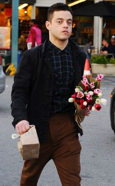 Rami Malek from The Big Picture: Today's Hot Pics Hello, friend. The Mr. Robot star goes grocery shopping in Los Angeles.