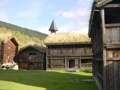 Green roofs: Farm buildings in Heidal, Gudbrandadal, Norway. Pic: Roede.