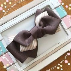 This Pin was discovered by Emi Ribbon Art, Ribbon Hair Bows, Diy Hair Bows, Diy Bow, Diy Ribbon, Ribbon Crafts, Kanzashi Tutorial, Hair Bow Tutorial, Barrettes