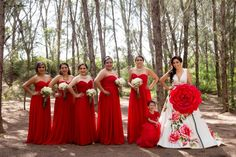 ¡Damas de rojo en la boda!  ¿Quieres ver la boda completa?  Anillos de boda en oro   Bodas.com.mx  Foto: Diego Romero//  #wedding #bodas #bodamexicana #bridesmaids