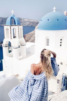 White & blue   Oia, Santorini   More here: www.ohhcouture.co...   #ohhcouture #leoniehanne