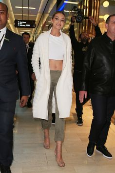 Gigi Hadid arriving at a Guess store in Sydney, Australia (8/5/2015)