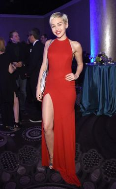 miley-cyrus-pre-grammy-2015-gala-and-salute-to-industry-icons-in-los-angeles_3.jpg 800×1.300 píxeles