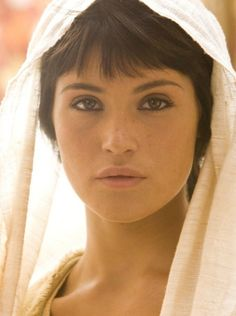gemma arterton Persian princess brown eyes full yet thin brows tapered arch and neutral matte lip color bangs freckles