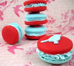 aqua and red bird macaron stack by Bubble and Sweet Red And Teal, Red Turquoise, Bird Cookies, Cupcake Cookies, Baking Cookies, Cupcakes, Profiteroles, Cake Pops, Fudge