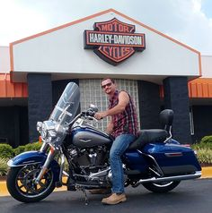 Help us congratulate Chase & Christine Gartman on their BRAND NEW 2017 Road King! Lets give the Gartmans a BIG welcome to the Family! They are riding out of here today on the very first 2017 Harley-Davidson sold here at Redstone HD! Bike Deals, Road King, Harley Davidson Bikes, Redstone, Pictures, Big, Photos, Harley Davidson Motorcycles, Photo Illustration