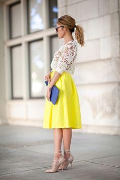 レーストップス×黄色のカラースカート