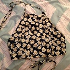 Daisy crop top with open back Halter top and tied around back! Really cute for summer time :) purchased online and unfortunately doesn't fit !!!! Brand new NEVER WORN  size medium but runs small! Tops Crop Tops